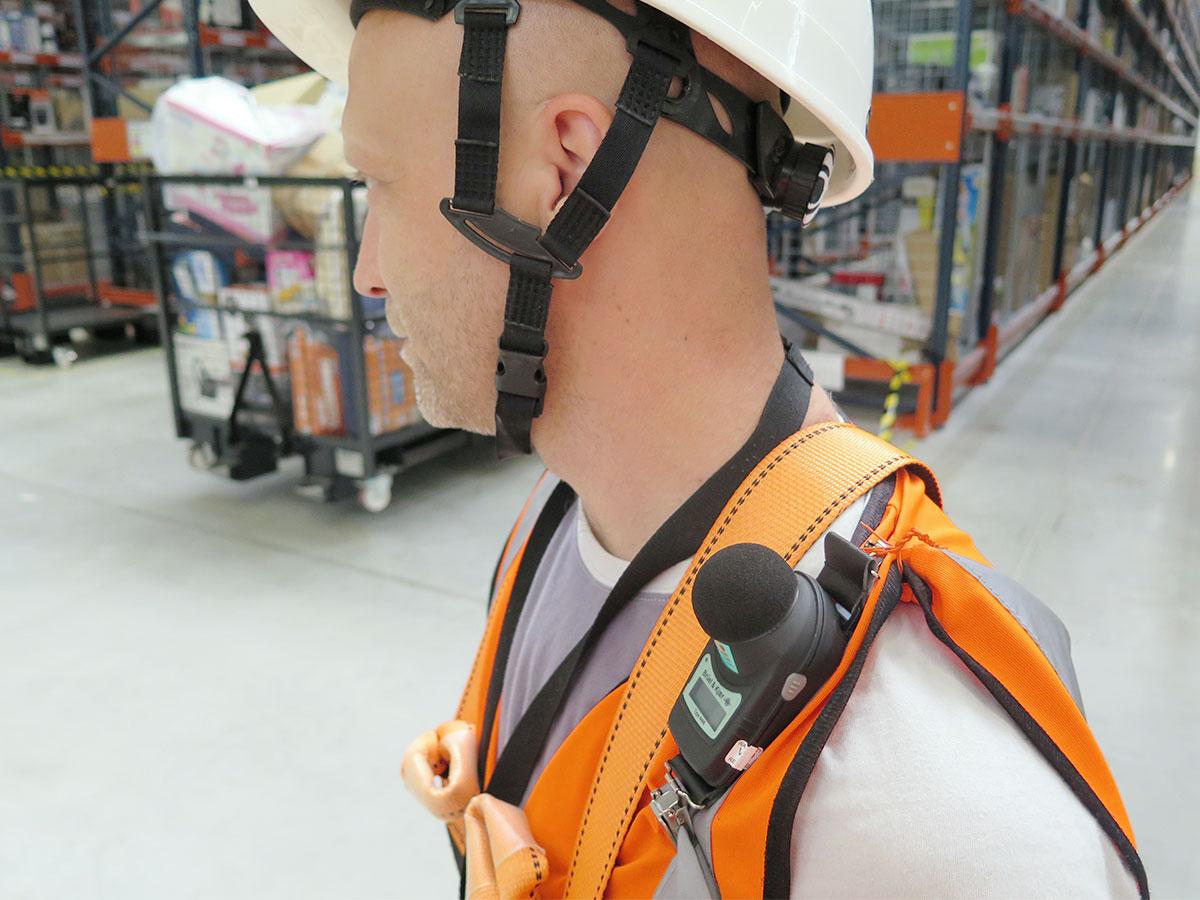 Meranie hluku pomocou osobného expozimetra v skladových priestoroch výrobnej haly